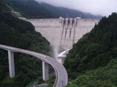滝沢ダム試験放水