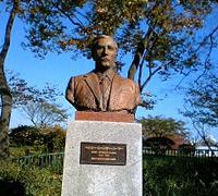 野毛山公園1H.S.パーマー氏銅像