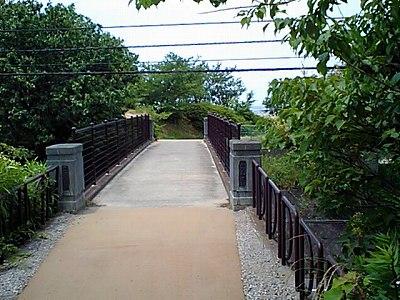 銅像に行く途中の橋です。