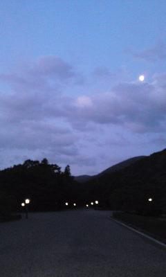 伊勢の朝 月明かり