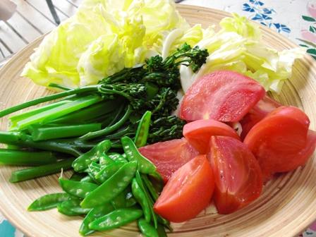 自家製野菜でサラダ