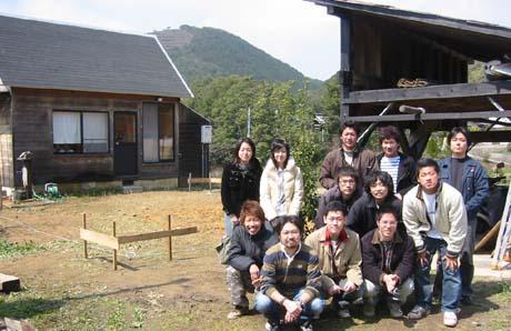縄張り・遣方作業に参加の学生たち