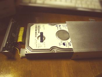 ぶっ壊れたアイオーデータのHDDの中身を取り出し、EVER GREEN社製の『外付けHDD簡単DIYキット3.5インチハードディスク外付けケース』に移しかえたところ