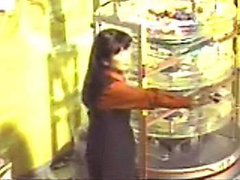 第317回(2006年11月16日)ロト6抽選結果・抽選嬢/(C)宝くじドリームステーション