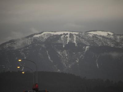 山頂はスキー場かな?