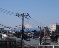 こんなに晴れてるのに 富士山は雲に包まれてる