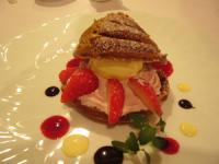 朝摘み完熟苺のシュークリーム