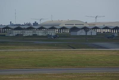 遠くに見えるは・・・VA-8ハリアー?