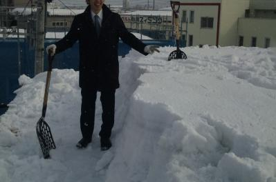 無落雪屋根の雪
