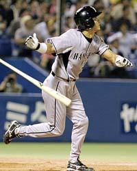 4回阪神無死、代打桧山が中越えに満塁本塁打を放つ=神宮球場