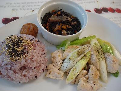 鶏肉とネギの黒胡椒炒め