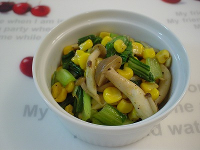 青梗菜とシメジとコーンのカレー炒め