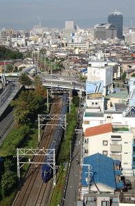 榎橋付近を通過するラピート