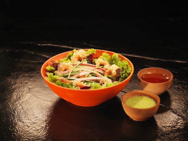 Japanese food in Brasil. Salada Umi