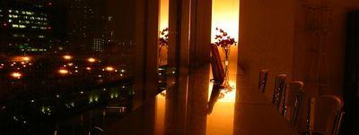夜はライトアップされた中之島中央公会堂が目の前に。