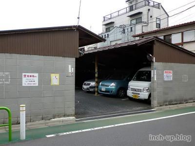 右隣の駐車場