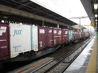 コンテナのこと、そして機関車